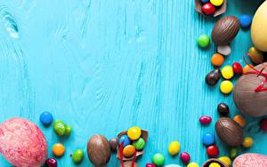 Фотография Сладости Пасха Конфеты Шоколад Яйцами Продукты питания