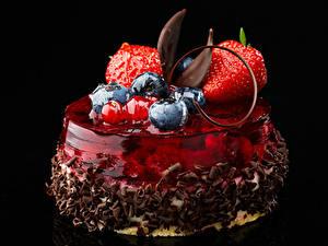 Фотографии Сладости Фрукты Черника Клубника Желе Шоколад Десерт На черном фоне Дизайн