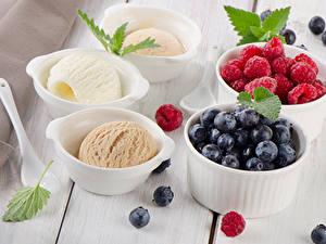 Обои Сладости Мороженое Малина Черника Доски Шар