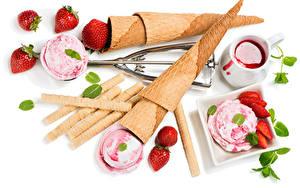 Фото Сладкая еда Мороженое Клубника Джем Белый фон Шар