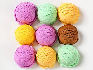 Фотографии Сладости Мороженое Белом фоне Шар Разноцветные Продукты питания
