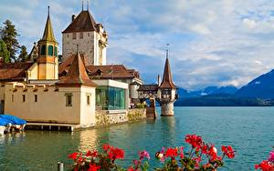 Фотографии Швейцария Гора Замки Озеро Башни Облака Oberhofen Castle, Thunersee Природа