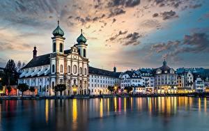Фотография Швейцария Реки Дома Церковь Вечер Небо Lucerne, Reuss River, Jesuit Church город