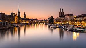 Картинки Швейцария Цюрих Здания Речка Мост Пирсы Речные суда Вечер