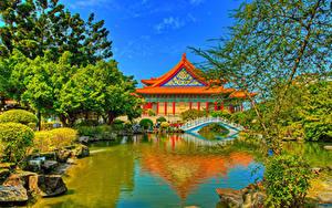Обои для рабочего стола Тайвань Парк Пруд Пагоды Мост HDR Деревья Chiang Kai-shek Memorial Taipei Природа