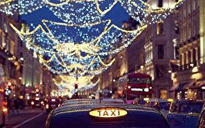 Обои Такси - Автомобили Вечер Англия Улице Боке Электрическая гирлянда Лондоне