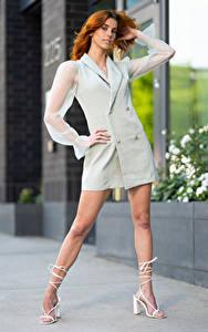Фотографии Taylor Freeze Рыжая Позирует Ноги Платья Взгляд девушка