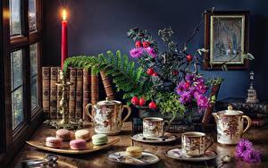 Фото Чай Свечи Печенье Букет Натюрморт Стола Чашке Книга Макарон
