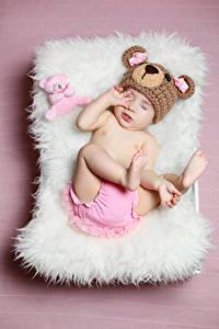 Обои Плюшевый мишка Цветной фон Грудной ребёнок Шапка Дети