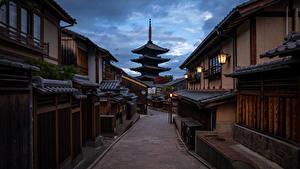 Обои для рабочего стола Храм Пагоды Киото Япония Вечер Улица город