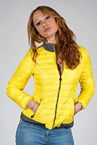 Фото Поза Модель Куртках Взгляд Teresita молодые женщины