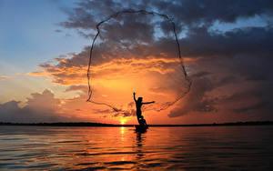 Фотография Таиланд Море Рыбалка Небо Рассветы и закаты Силуэта Облака Природа