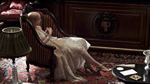 Картинки Платье Кресло The Great Gatsby Francis Scott Key Fitzgerald New York Carey Mulligan Daisy Buchanan кино Знаменитости Девушки