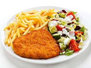 Фотография Вторые блюда Мясные продукты Картофель фри Салаты Овощи Белый фон Тарелка