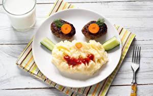 Картинки Вторые блюда Мясные продукты Молоко Доски Тарелка Стакане Дизайн Еда