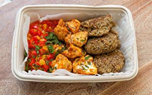 Обои для рабочего стола Вторые блюда Мясные продукты Овощи Котлеты Рис Доски Еда
