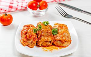 Фотография Вторые блюда Томаты Тарелке Втроем Cabbage rolls Пища