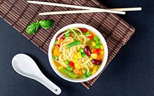 Картинка Вторые блюда Овощи Супы Серый фон Тарелке Макароны Палочки для еды Еда