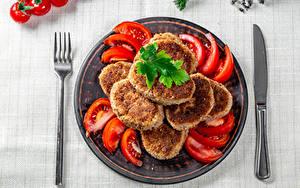 Фотография Томаты Мясные продукты Нож Котлеты Тарелке Тарелка Cutlet Еда
