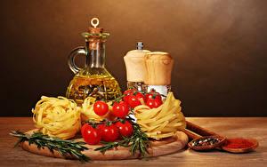 Картинка Помидоры Пряности Разделочная доска Макароны Бутылка Еда