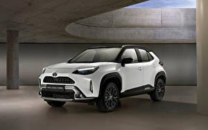 Обои для рабочего стола Toyota Кроссовер Белый Металлик Гибридный автомобиль Yaris Cross Hybrid Adventure, Worldwide, 2021 автомобиль