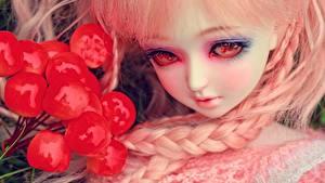 Картинки Игрушки Ягоды Куклы Взгляд Макияж Косы молодые женщины