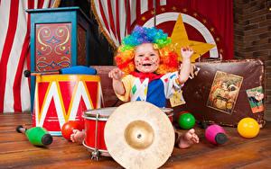 Фотографии Игрушки Мальчики Униформе Клоуна Радость
