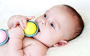 Картинка Игрушки Младенцы Рука Дети
