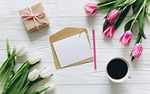 Обои для рабочего стола Тюльпаны Кофе Письма Шаблон поздравительной открытки Цветы