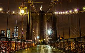 Фото США Мосты Нью-Йорк Ночью Уличные фонари Электрическая гирлянда Brooklyn Bridge Города