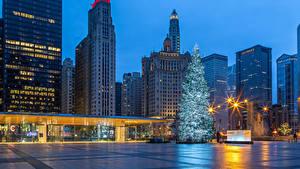 Фото США Рождество Здания Вечер Чикаго город Елка Городская площадь Уличные фонари Города
