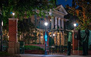 Фотографии Штаты Диснейленд Парки Дома Калифорния Анахайм Дизайн Ночные Уличные фонари Ворота