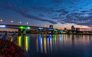 Фотография США Здания Речка Мост Небо Вечер Калифорния Уличные фонари Long Beach город
