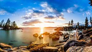 Обои для рабочего стола США Озеро Камни Рассвет и закат Деревья Облака Скамья Lake Tahoe Природа