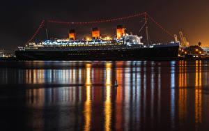 Фотографии Штаты Пирсы Корабль Круизный лайнер Калифорнии Залива Ночные Queen Mary in Long Beach