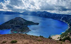 Фото США Парк Озеро Остров Горы Леса Пейзаж Облака Crater Lake national Park Oregon Природа
