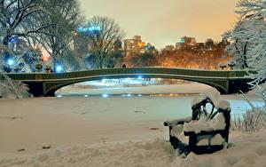 Фотографии США Парки Зимние Мосты Нью-Йорк Скамья Ночь Снега Природа