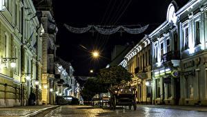 Фотография Украина Здания Улица Ночь Уличные фонари Каретой Chernivtsi Chernivtsi Oblast город