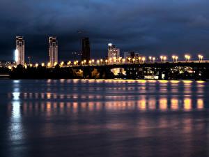 Картинки Украина Река Мост Здания Небо Ночные Уличные фонари Киев город