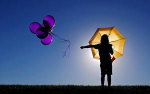 Фотографии Зонтик Воздушным шариком Силуэты