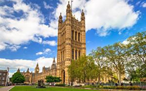 Обои Великобритания Лондон Дворец Газон Облака Деревья Westminster Palace Города