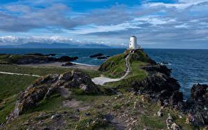 Картинки Великобритания Берег Маяк Море Уэльс Облачно Anglesey