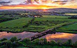 Фотография Великобритания Поля Река Мосты Рассвет и закат Сверху Northern Ireland, Tyrone