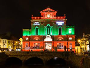 Фото Великобритания Дома Мосты Ночью Уличные фонари Newry Town Hall город