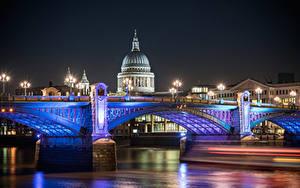 Картинки Великобритания Реки Мосты Англия Собор Лондоне Ночные Уличные фонари St Pauls Cathedral Города