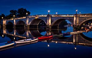 Фото Великобритания Речка Мосты Лодки Лондоне Ночные Уличные фонари Richmond Bridge