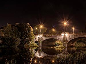 Фото Великобритания Речка Мост Ночью Уличные фонари River Bann Bridge Portadown город
