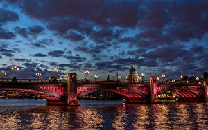 Фотография Великобритания Речка Мосты Небо Лондон Ночь Уличные фонари Облака