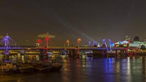 Фото Великобритания Речка Мосты Лондон Ночные Golden Jubilee Bridge