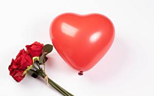 Картинка День всех влюблённых Букеты Розы Белом фоне Красный Воздушных шариков Серце